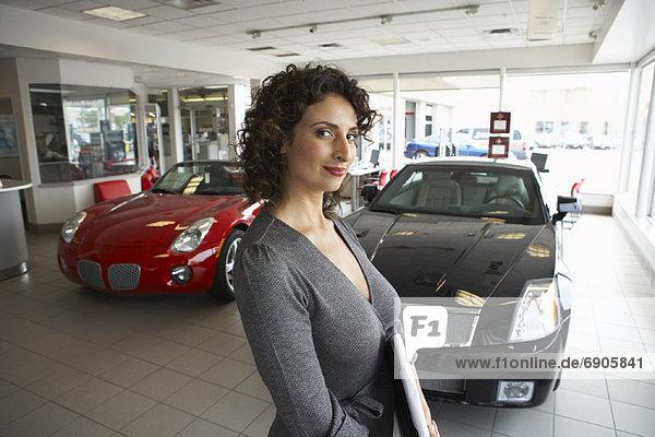Portrait  Auto  Verkäuferin
