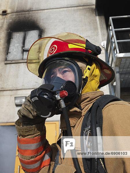 Außenaufnahme  Gebäude  Feuerwehrmann