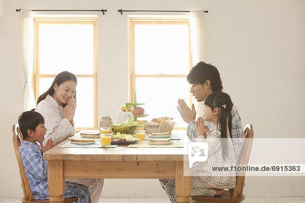 4  Gebet  Tisch  Frühstück