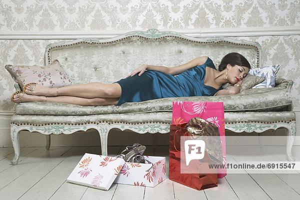 Frau, Couch, schlafen, kaufen