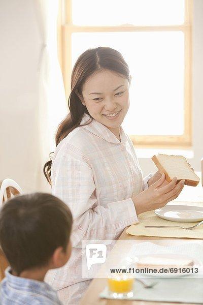 Sohn  Tisch  Mutter - Mensch  Frühstück