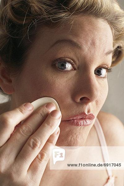 Frau Reinigung Gesicht