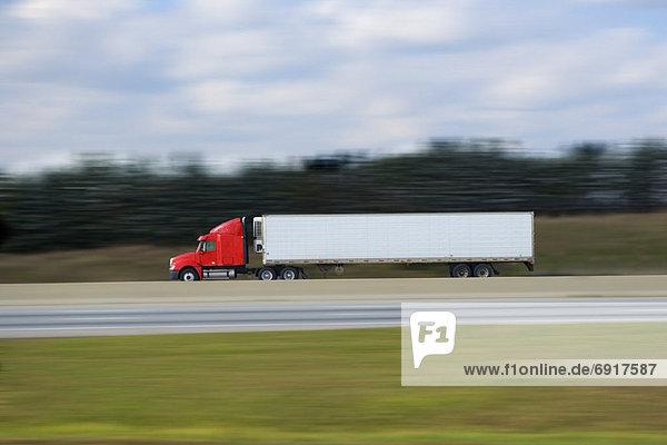 Transport  Lastkraftwagen  Bundesstraße