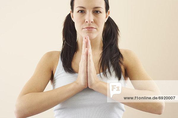 Frau beten