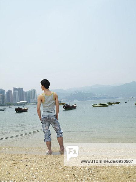 Mann am Strand