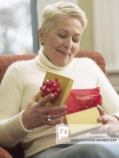 Frau Eröffnung Geschenk