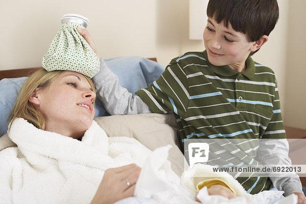nehmen  Sohn  Fürsorglichkeit  Mutter - Mensch