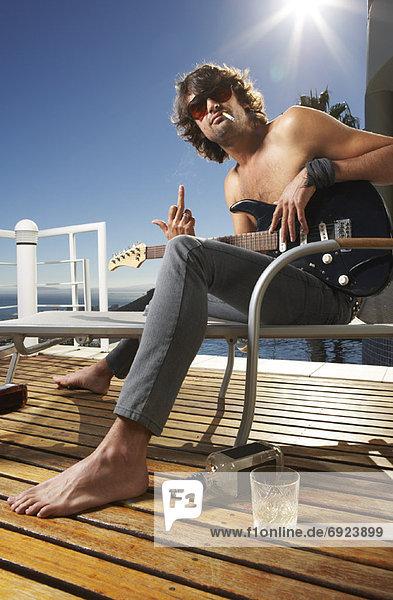 Mann  gestikulieren  Produktion  Gitarre  nackt