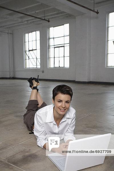 benutzen Portrait Geschäftsfrau Computer Notebook