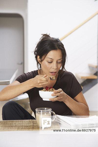 Getreide  Frau  essen  essend  isst  vorlesen