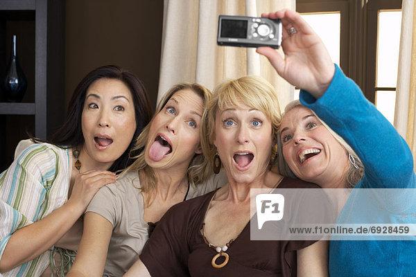 Freunde posieren für Photographie