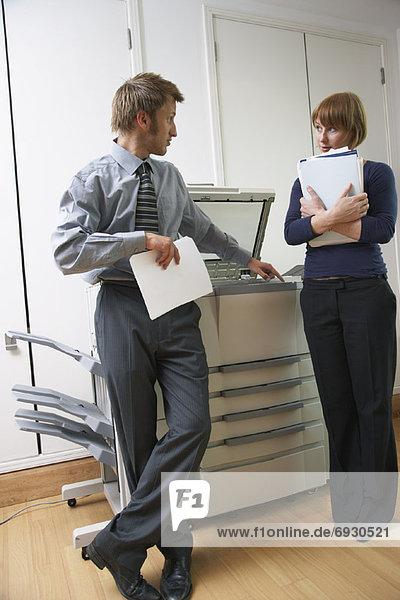 sprechen  arbeiten  Büro  Kopiergerät