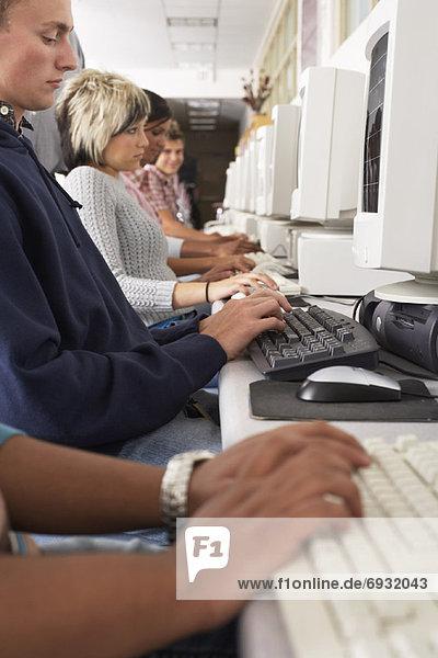 Studenten in Computer-Labor