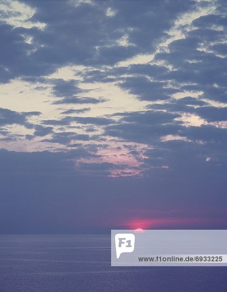 Sonnenaufgang über Meer
