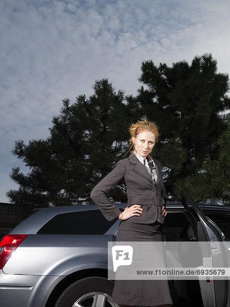 nebeneinander  neben  Seite an Seite  Portrait  Frau  Auto