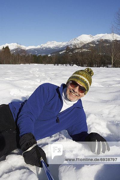 liegend  liegen  liegt  liegendes  liegender  liegende  daliegen  Mann  Schnee