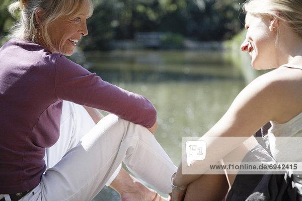 Mutter und Tochter im freien