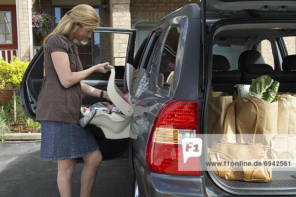 Frau Sitzmöbel Auto Baby Sitzplatz