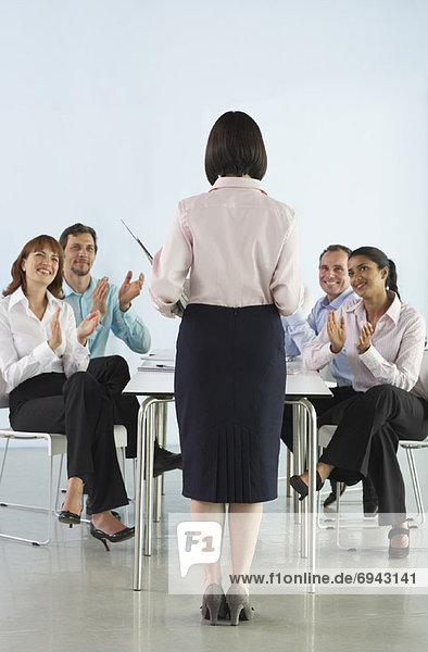 Geschäftsleute in Sitzungssaal