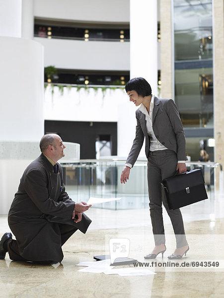 Geschäftsfrau  Hilfe  Hotelportier
