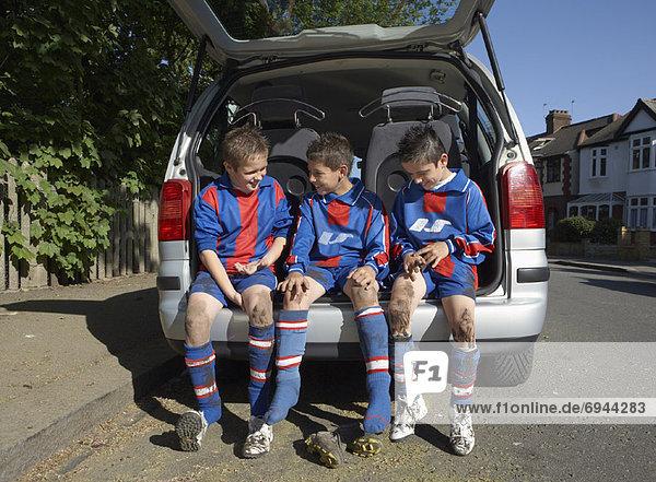 Fußballspieler Schuh entfernen entfernt