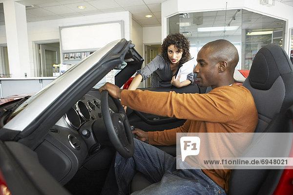 Auto Kunde Verkäuferin