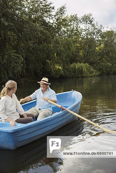Paar im Ruderboot