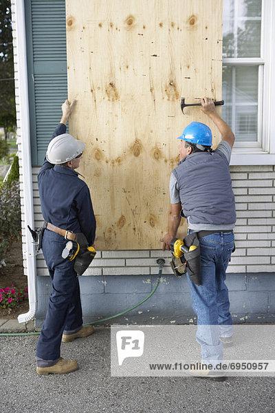 bauen einsteigen Fenster arbeiten bedecken