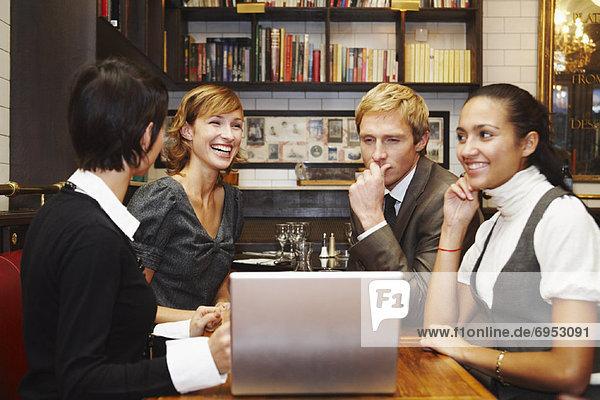 Wirtschaftsperson  Notebook  Cafe
