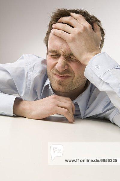 Portrait  Mann  Kopfschmerz