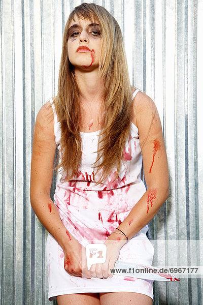 Portrait  Frau  tragen  Messer  Metzger  blutig