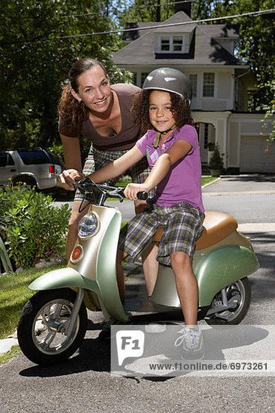 Portrait Kickboard Tochter Mutter - Mensch Roller