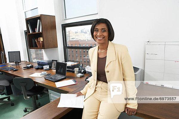 Porträt der Frau im Büro
