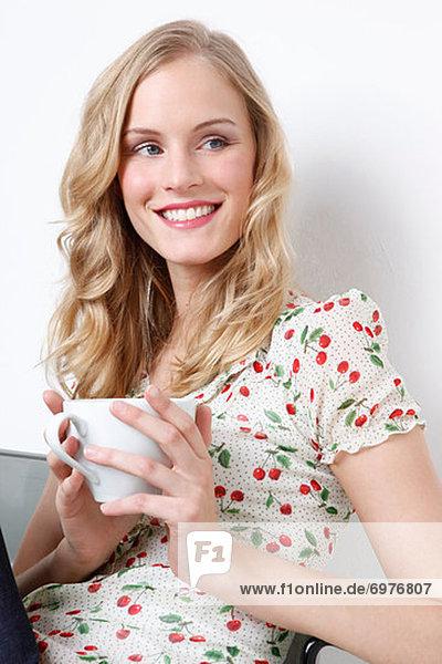 Frau einer Tasse Kaffee