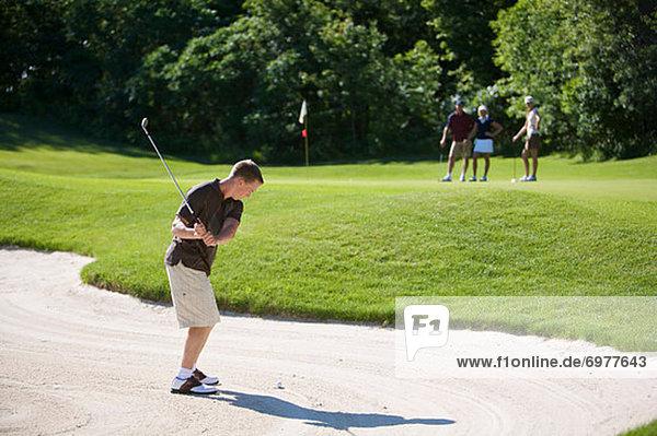 Mann  Sand  Falle  Fallen  Golfsport  Golf  Seitenansicht  Kurs
