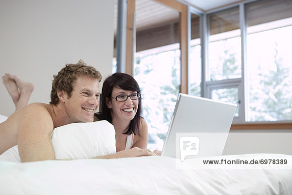 benutzen  Computer  Notebook  Bett