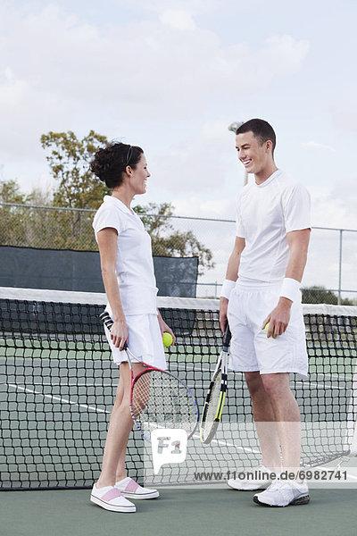 Paar spielen Tennis