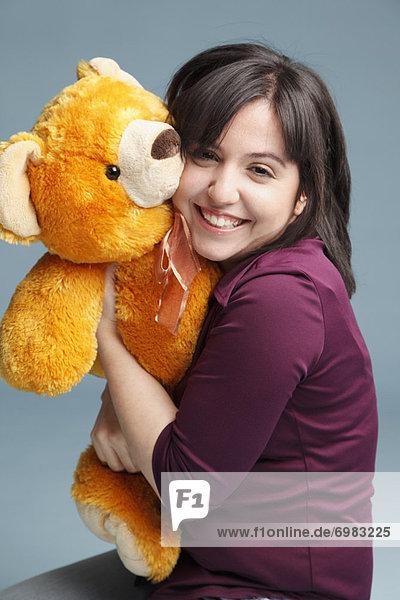 Frau  umarmen  Teddy  Teddybär