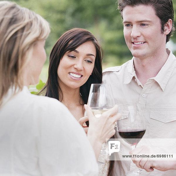 Außenaufnahme Mensch Menschen Wein Menschengruppe Menschengruppen Gruppe Gruppen trinken freie Natur
