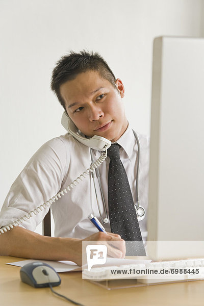 Geschäftsmann nehmen Telefon