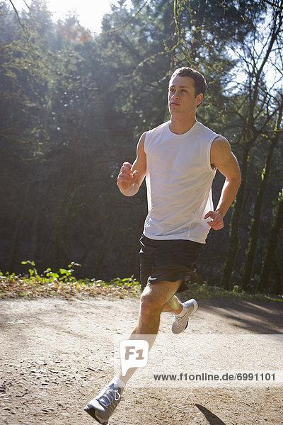 Vereinigte Staaten von Amerika  USA  Mann  folgen  rennen  schmutzig  jung  Oregon