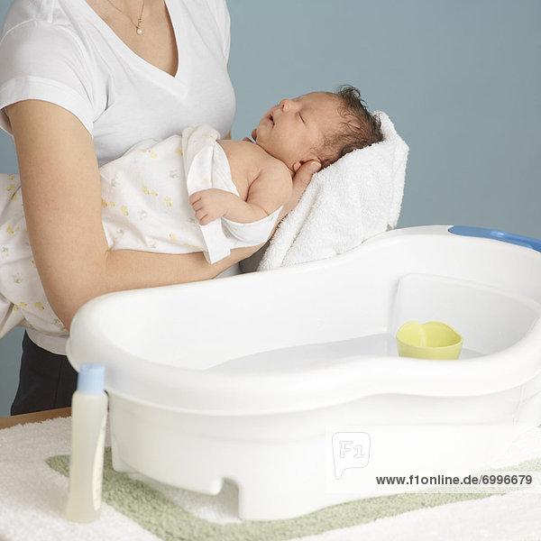 Neugeborenes  neugeboren  Neugeborene  waschen  Mutter - Mensch  Baby