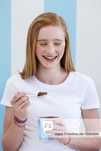 Mädchen essen Eis Mädchen essen Eis