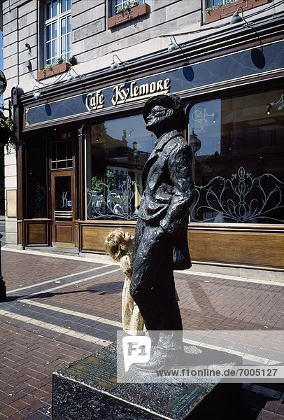 'Statue Of James Joyce  Café Kylemore  North Earl Street  Dublin  Ireland