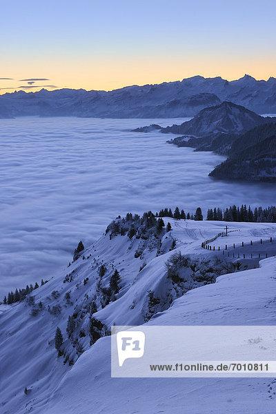 bedecken über Sonnenaufgang Tal Nebel Luzern Schweiz