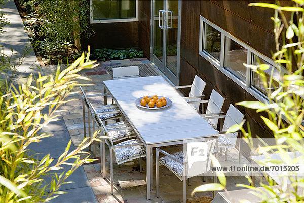am Tisch essen Außenaufnahme Tisch