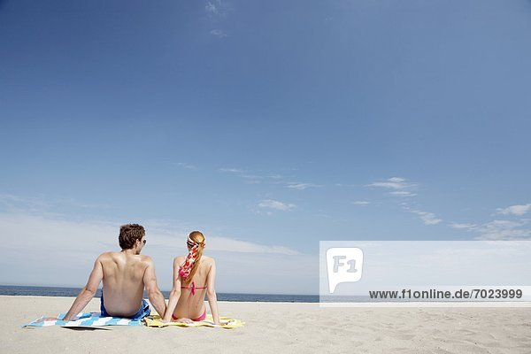 Vereinigte Staaten von Amerika  USA  sitzend  sehen  Strand  Rückansicht  Ansicht  jung  New Jersey