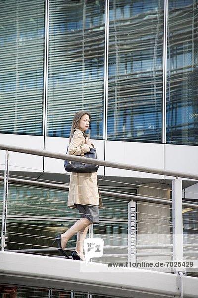 Rampe  Geschäftsfrau  gehen