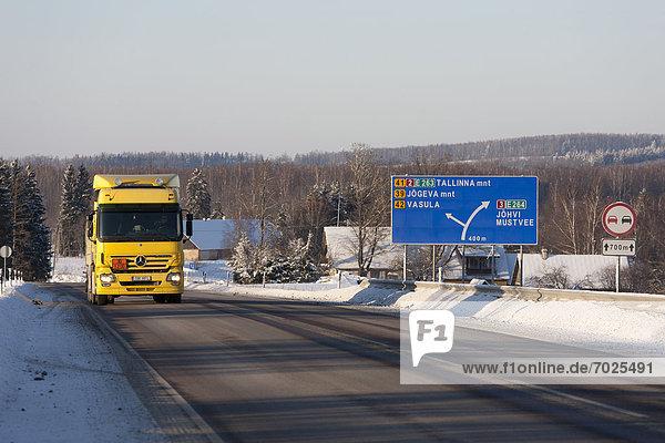 gelb Lastkraftwagen Benzin