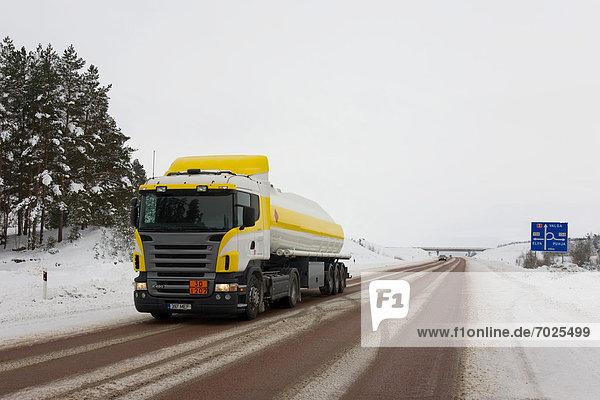 gelb weiß Lastkraftwagen Benzin